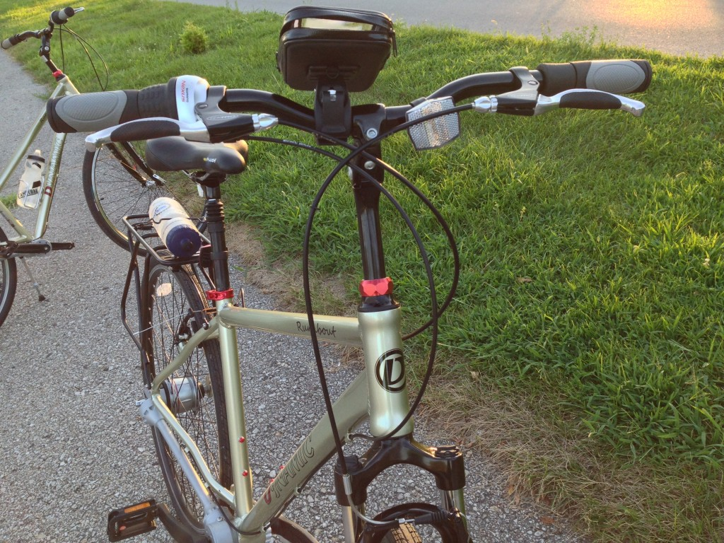 Front view of the bike (with 3rd part smartphone mount attached). Notice the off-center, tilted reflector.