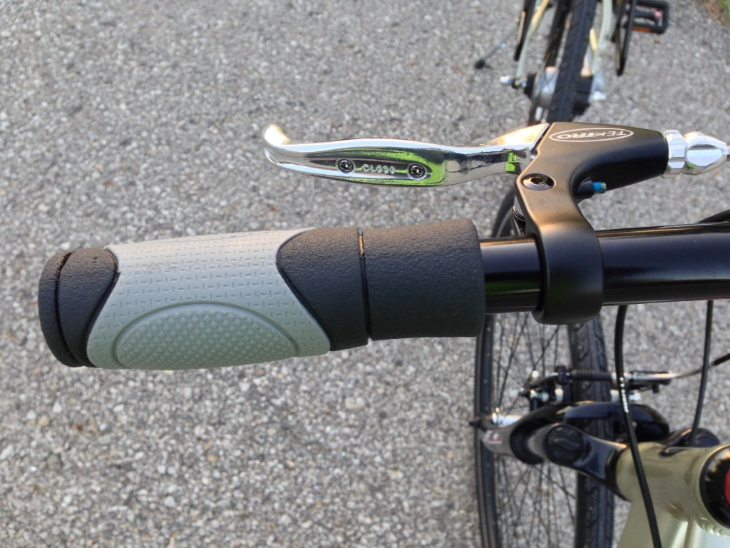 One of our test bikes had the left (front) brake spaced away from the grip, so the finger position was the same as the right (rear) grip that had extra space taken up by the Twist Shifter.
